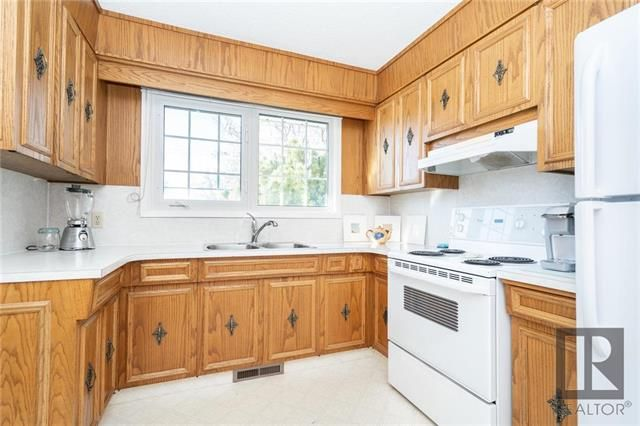 Photo 5: Photos: 476 Emerson Avenue in Winnipeg: Residential for sale (3G)  : MLS®# 1828027