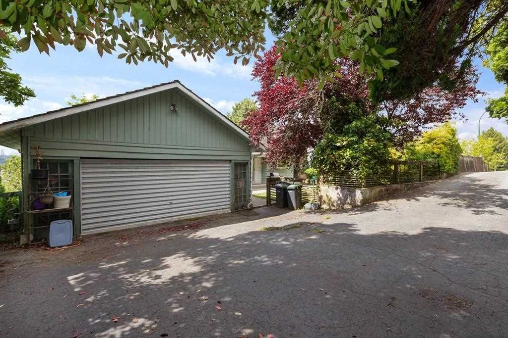 Main Photo: 2040 CAPE HORN Avenue in Coquitlam: Cape Horn House for sale : MLS®# R2582987