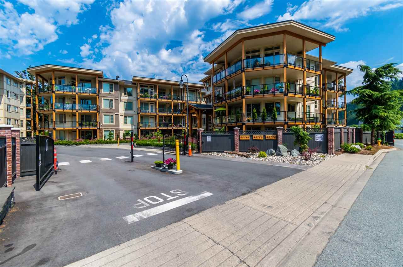 """Main Photo: 303 45746 KEITH WILSON Road in Chilliwack: Vedder S Watson-Promontory Condo for sale in """"Englewood Courtyard"""" (Sardis)  : MLS®# R2542852"""