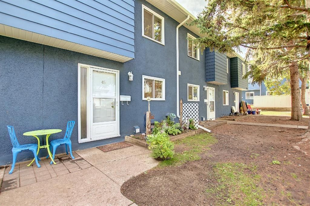 Main Photo: 45 251 90 Avenue SE in Calgary: Acadia Row/Townhouse for sale : MLS®# A1151127
