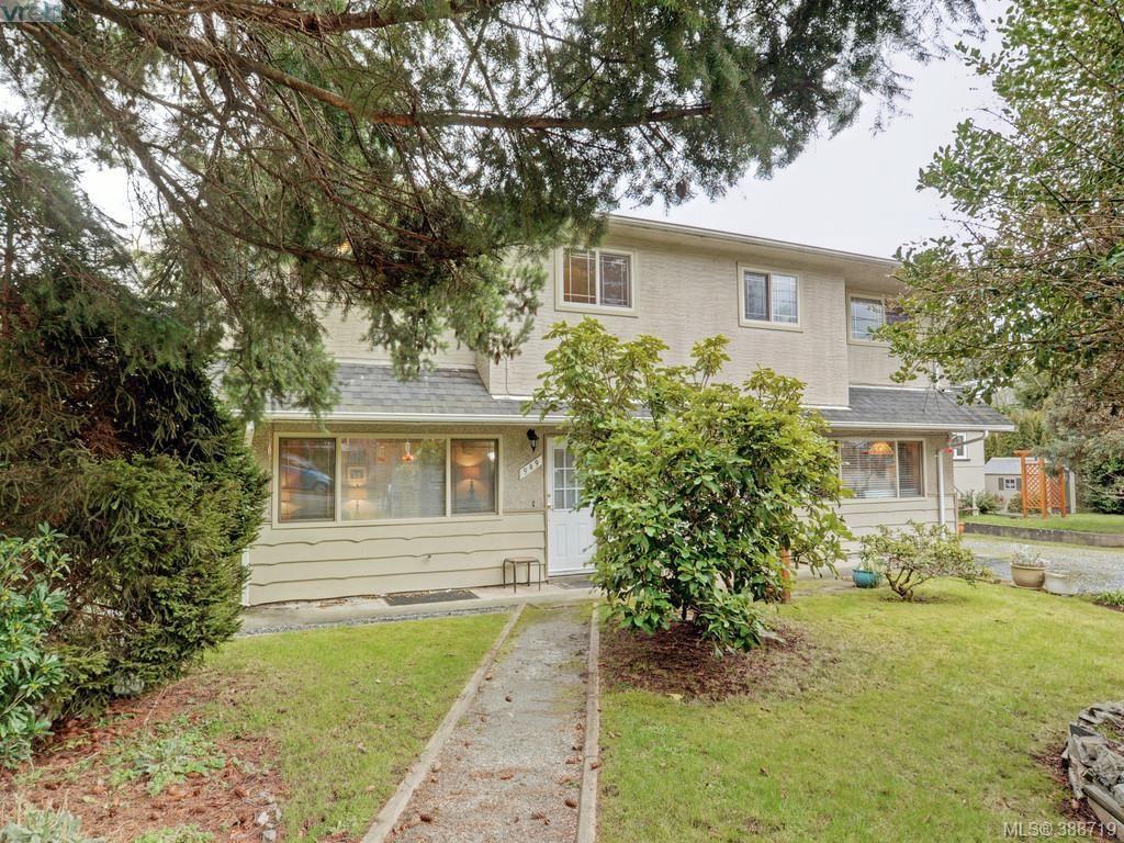 Main Photo: 947 Dunn Ave in VICTORIA: SE Quadra Full Duplex for sale (Saanich East)  : MLS®# 781222