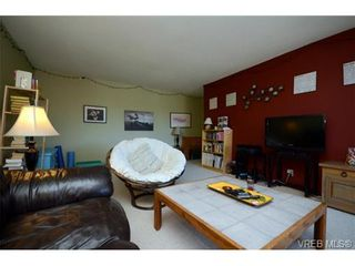 Photo 4: 302 1725 Cedar Hill Cross Rd in VICTORIA: SE Mt Tolmie Condo for sale (Saanich East)  : MLS®# 719908