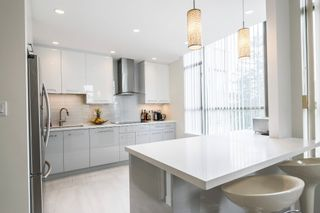 """Photo 3: 506 5885 OLIVE Avenue in Burnaby: Metrotown Condo for sale in """"METROPOLITAN"""" (Burnaby South)  : MLS®# R2167296"""