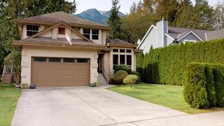 Photo 1: 1631 MACDONALD Place in Squamish: Brackendale House for sale : MLS®# R2356396