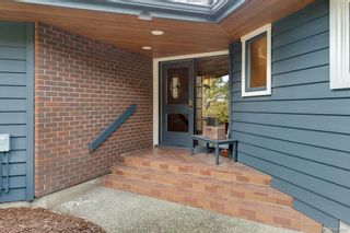 Photo 5: 8735 Pender Park Dr in North Saanich: NS Dean Park House for sale : MLS®# 868899