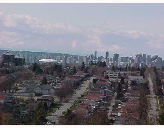 Photo 4: 4 DELTA Ave in Burnaby: Capitol Hill BN Duplex for sale (Burnaby North)  : MLS®# V632612