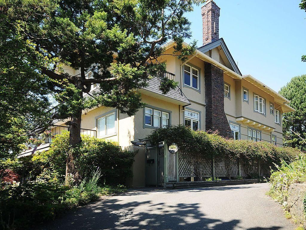 Main Photo: 1392 Rockland Ave in Victoria: Residential for sale (203)  : MLS®# 283459