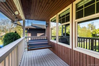 Photo 3: 711 Miller Ave in VICTORIA: SW Royal Oak House for sale (Saanich West)  : MLS®# 813746