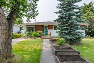 Photo 2: 303 42 Street SW in Calgary: Wildwood Detached for sale : MLS®# A1134148