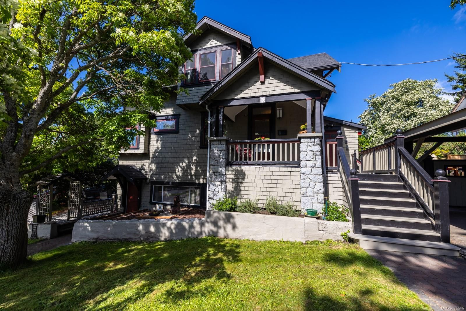 Main Photo: 2604 Roseberry Ave in : Vi Oaklands House for sale (Victoria)  : MLS®# 876646