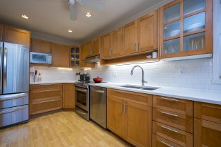 """Photo 8: 3408 WEYMOOR Place in Vancouver: Champlain Heights Townhouse for sale in """"Moorpark"""" (Vancouver East)  : MLS®# R2559017"""