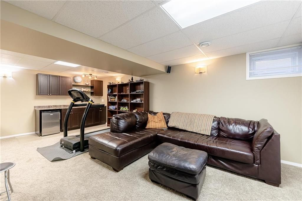 Photo 22: Photos: 20 PENROSE Crescent in Steinbach: R16 Residential for sale : MLS®# 202107867