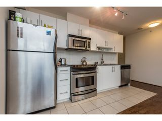 """Photo 8: 2402 550 TAYLOR Street in Vancouver: Downtown VW Condo for sale in """"THE TAYLOR"""" (Vancouver West)  : MLS®# R2142981"""
