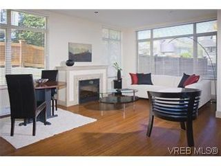 Photo 3: 304 240 Cook St in VICTORIA: Vi Fairfield West Condo for sale (Victoria)  : MLS®# 553808