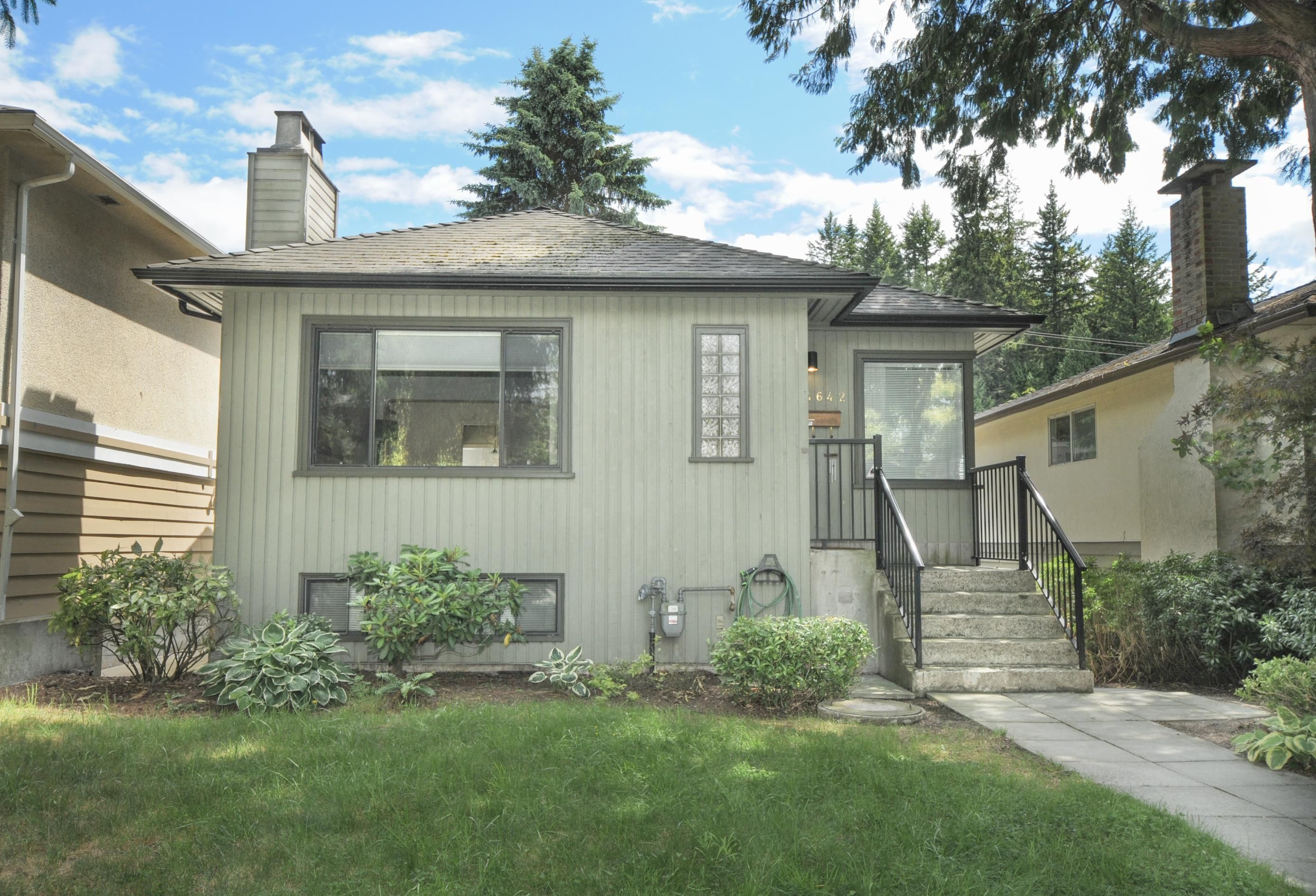 Main Photo: 4642 W 15TH Avenue in Vancouver: Point Grey House for sale (Vancouver West)  : MLS®# R2611091