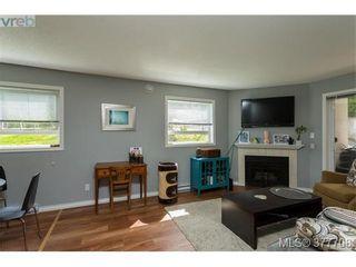 Photo 5: 110 2529 Wark St in VICTORIA: Vi Hillside Condo for sale (Victoria)  : MLS®# 758419