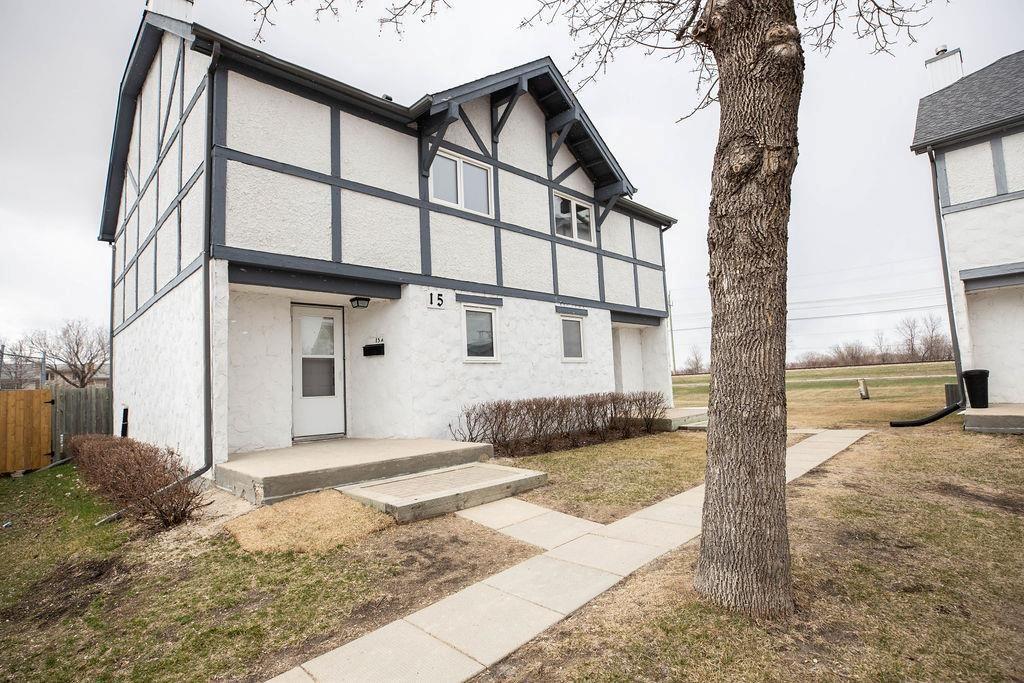 Main Photo: A 15 Apple Lane in Winnipeg: Crestview Condominium for sale (5H)  : MLS®# 202108792