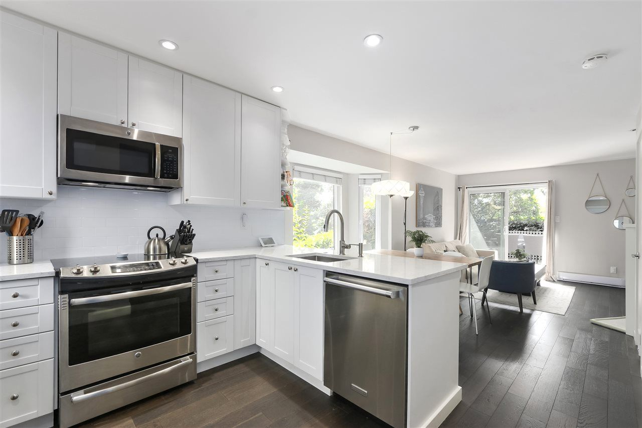 Photo 2: Photos: 154 W 12TH STREET in North Vancouver: Central Lonsdale Townhouse for sale : MLS®# R2487434