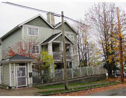 "Main Photo: 9 123 7TH Street in New Westminster: Uptown NW Townhouse for sale in ""ROYAL CITY TERRACE"" : MLS®# V796259"