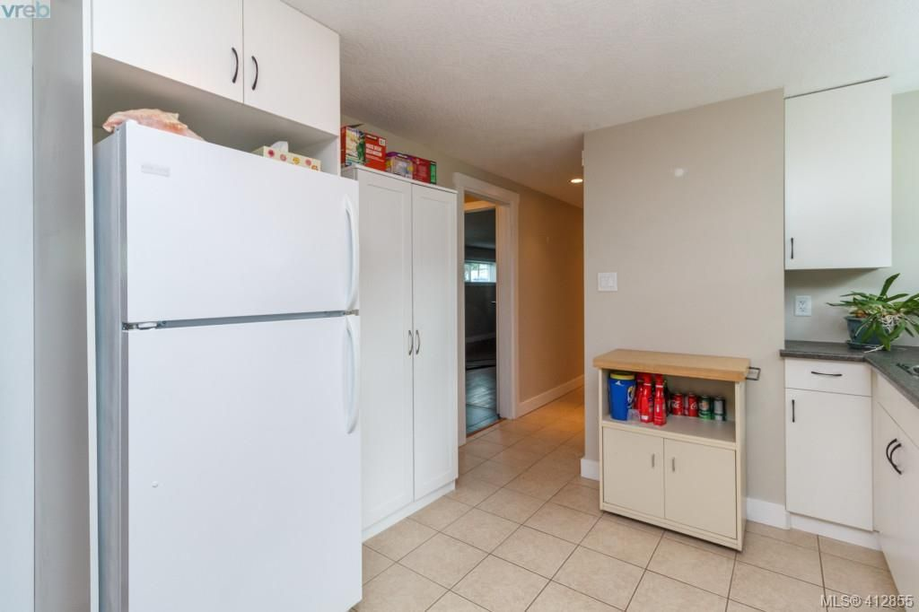 Photo 15: Photos: 3355 Painter Rd in VICTORIA: Co Wishart South House for sale (Colwood)  : MLS®# 818684