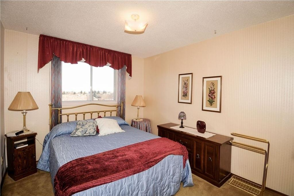 Photo 21: Photos: 52 BERKSHIRE Road NW in Calgary: Beddington Heights House for sale : MLS®# C4105449