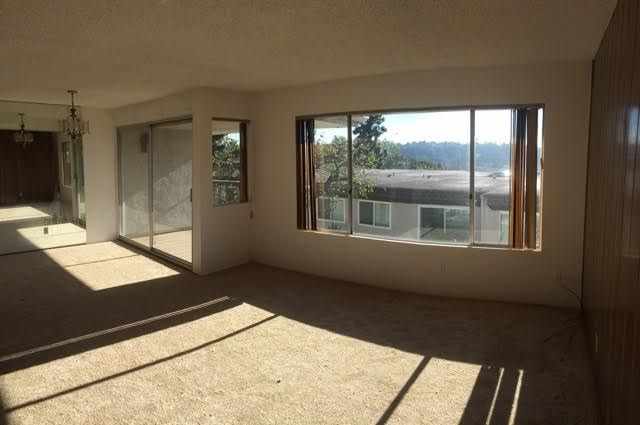 Main Photo: MISSION VALLEY Townhouse for sale : 3 bedrooms : 6319 Caminito Partida in San Diego