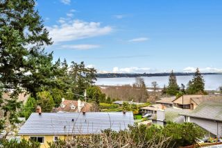Photo 1: 300 Milburn Dr in Colwood: Co Lagoon House for sale : MLS®# 862707