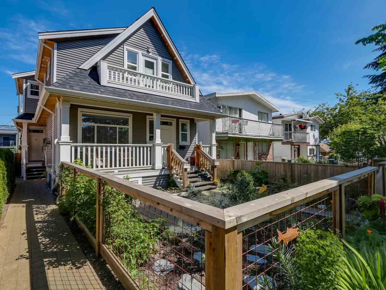 Main Photo: 865 E 10TH Avenue in Vancouver: Mount Pleasant VE 1/2 Duplex for sale (Vancouver East)  : MLS®# R2068935