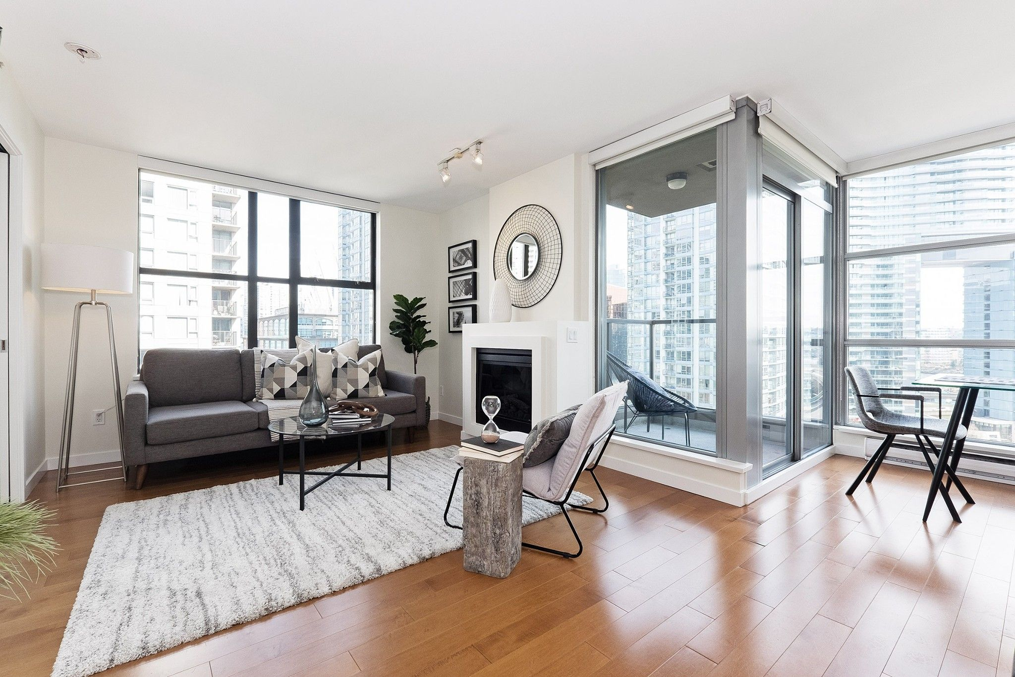 "Main Photo: 1103 989 BEATTY Street in Vancouver: Yaletown Condo for sale in ""Nova"" (Vancouver West)  : MLS®# R2554317"