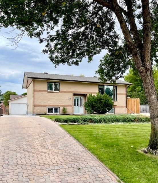 Main Photo: 21 Wexford Bay in Brandon: Westview Residential for sale (B10)  : MLS®# 202123586
