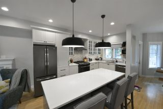 Photo 3: 9616 100A Street in Edmonton: Zone 12 House for sale : MLS®# E4225933