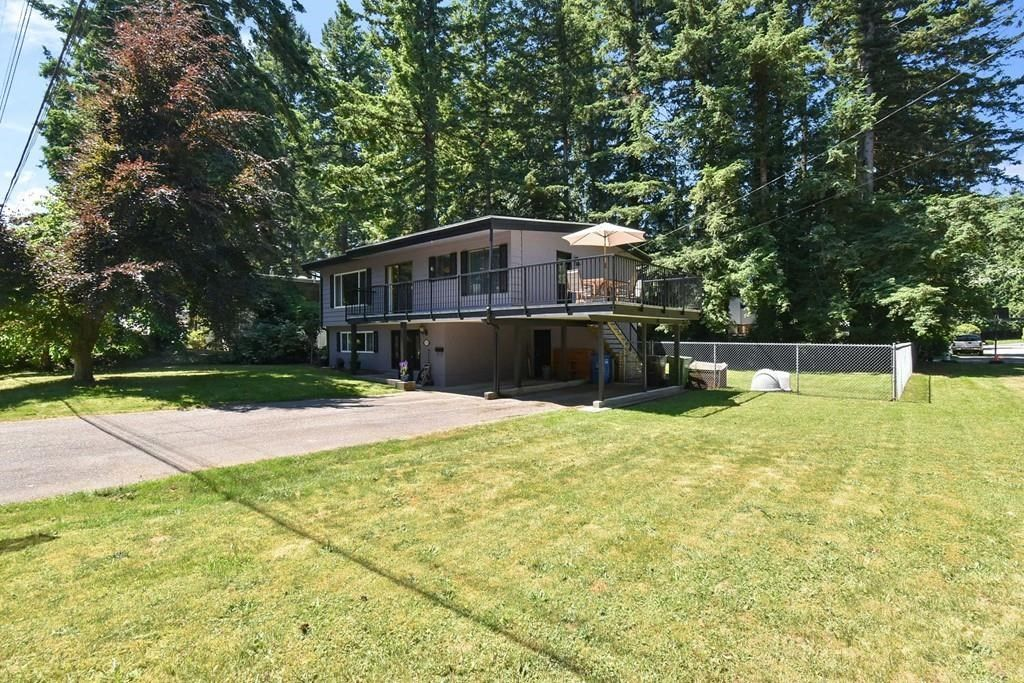 """Main Photo: 3293 BEVERLEY Crescent in Abbotsford: Abbotsford East House for sale in """"Ten Oaks"""" : MLS®# R2596696"""
