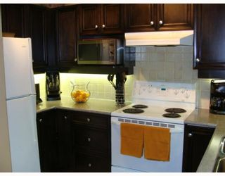 """Photo 5: 402 2628 YEW Street in Vancouver: Kitsilano Condo for sale in """"CONNAUGHT PLACE"""" (Vancouver West)  : MLS®# V784003"""