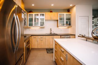 Photo 4: MISSION VALLEY Townhouse for sale : 2 bedrooms : 7881 Inception Way in San Diego