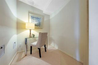 """Photo 23: 704 2655 CRANBERRY Drive in Vancouver: Kitsilano Condo for sale in """"NEW YORKER"""" (Vancouver West)  : MLS®# R2579388"""