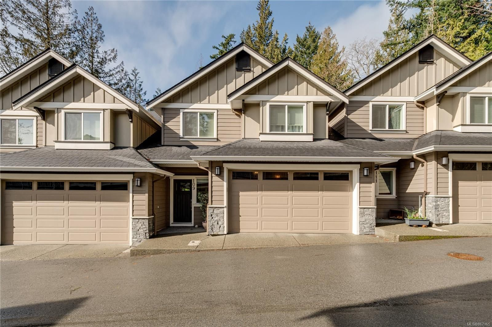 Main Photo: 109 3439 Ambrosia Cres in : La Happy Valley Row/Townhouse for sale (Langford)  : MLS®# 867165