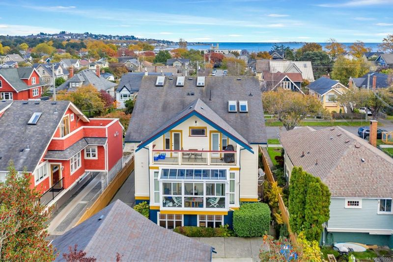 FEATURED LISTING: 4 - 76 moss St