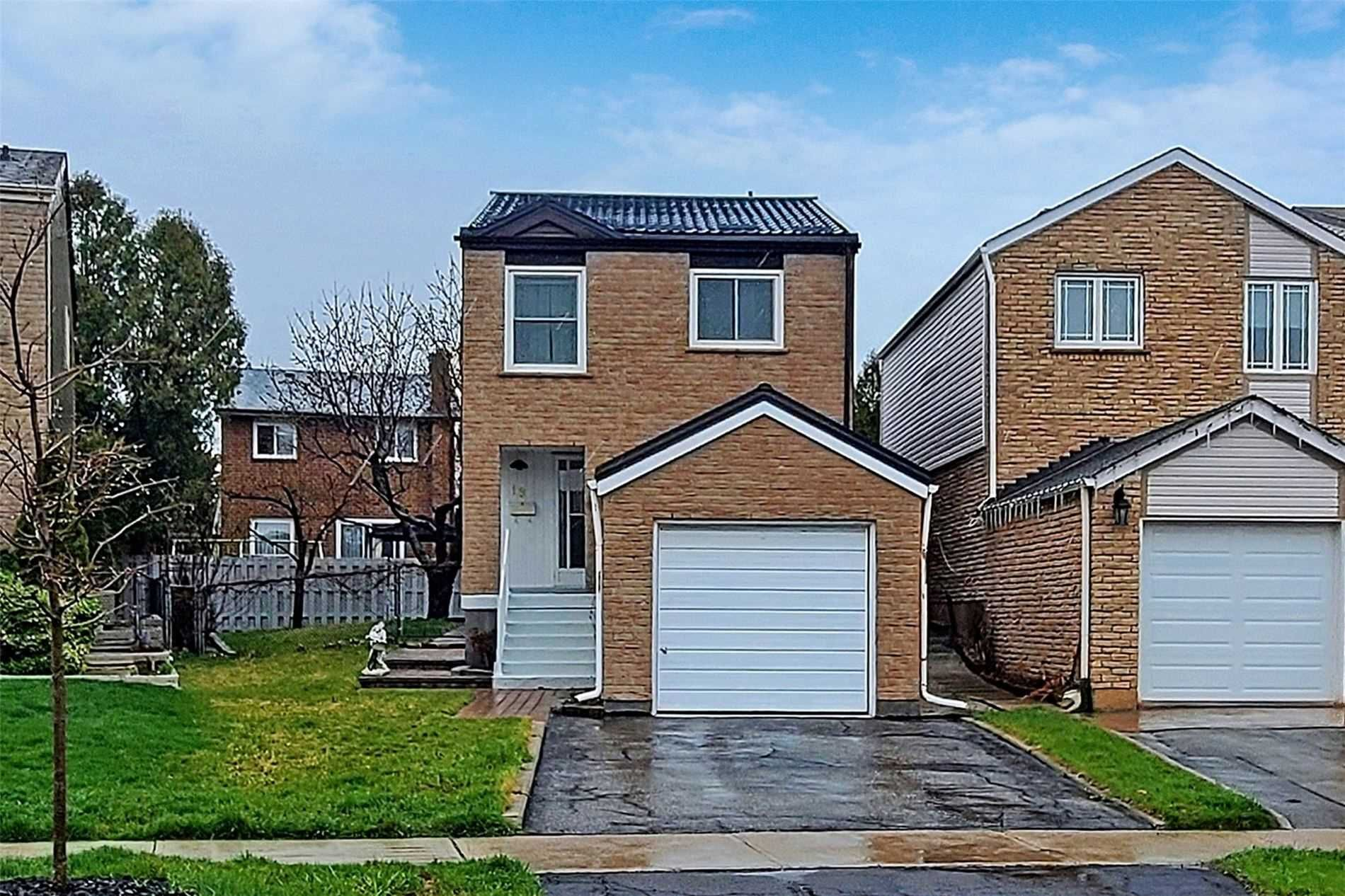 Main Photo: 19 Peachtree Place in Vaughan: Glen Shields House (2-Storey) for sale : MLS®# N5195499
