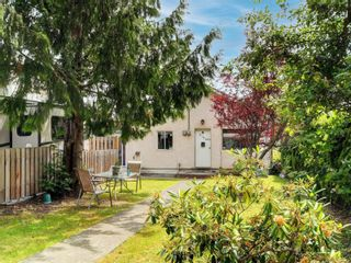 Photo 1: 3195 Balfour Ave in : Vi Burnside House for sale (Victoria)  : MLS®# 883004