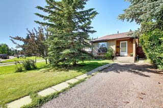 Photo 2: 1052 RANCHVIEW Road NW in Calgary: Ranchlands Semi Detached for sale : MLS®# A1012102