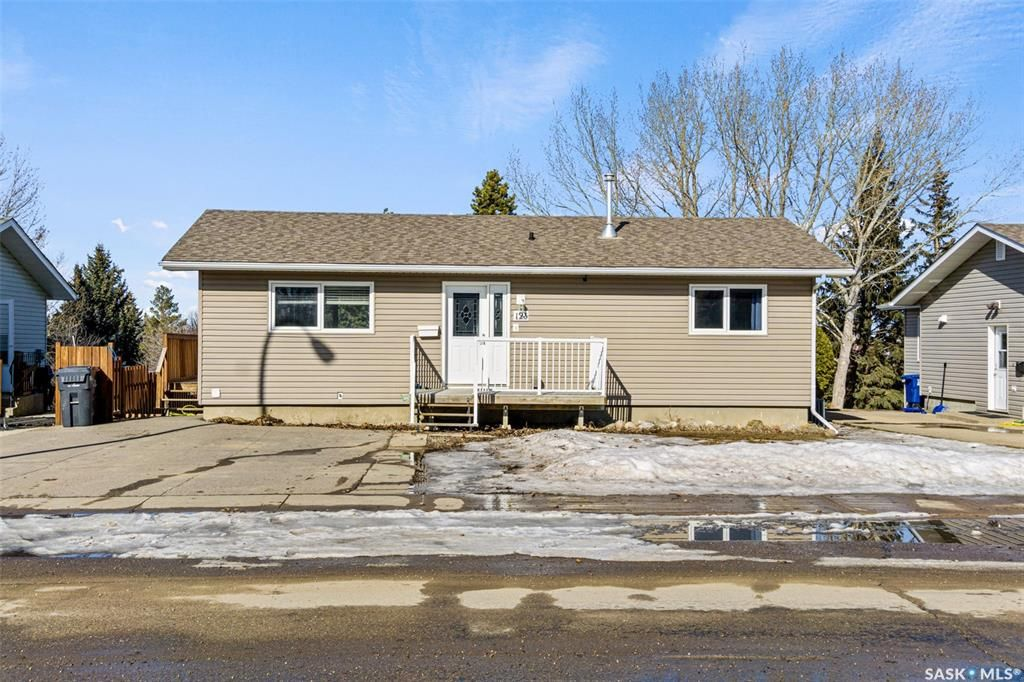 Main Photo: 123 Burke Crescent in Swift Current: South West SC Residential for sale : MLS®# SK844514
