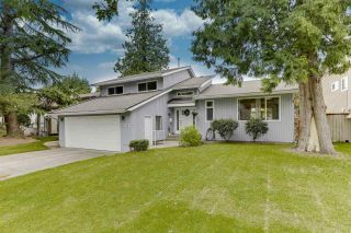 """Photo 1: 14907 SOUTHMERE Place in Surrey: Sunnyside Park Surrey House for sale in """"SOUTHMERE"""" (South Surrey White Rock)  : MLS®# R2468824"""