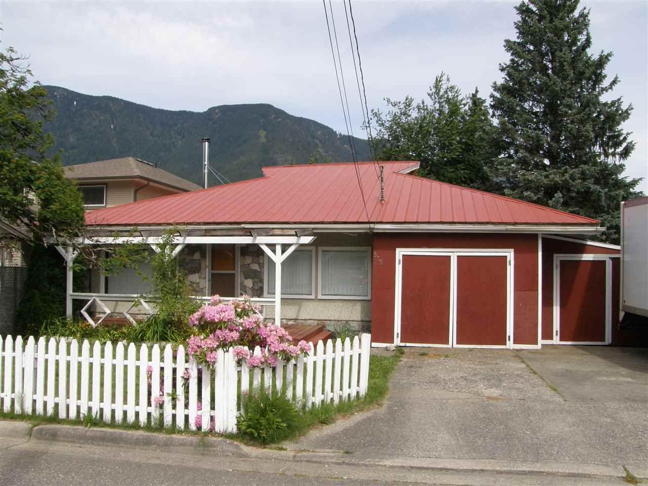 Main Photo: 535 DOUGLAS Street in Hope: Hope Center House for sale : MLS®# R2459629