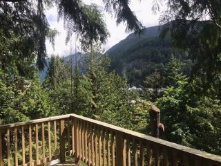 """Photo 2: 6526 WELLINGTON Place in West Vancouver: Horseshoe Bay WV House for sale in """"Horseshoe Bay"""" : MLS®# R2586498"""