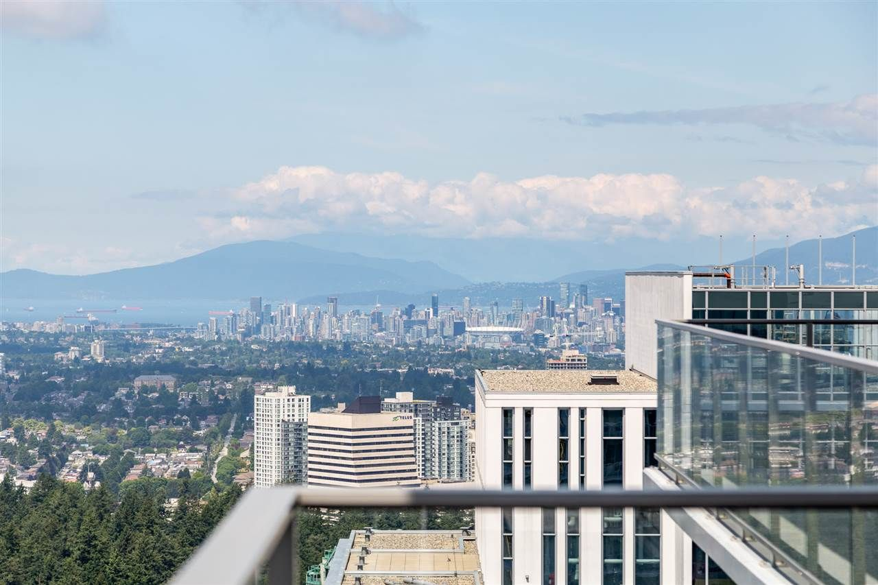 """Main Photo: 4102 6383 MCKAY Avenue in Burnaby: Metrotown Condo for sale in """"GOLD HOUSE at Metrotown"""" (Burnaby South)  : MLS®# R2541931"""