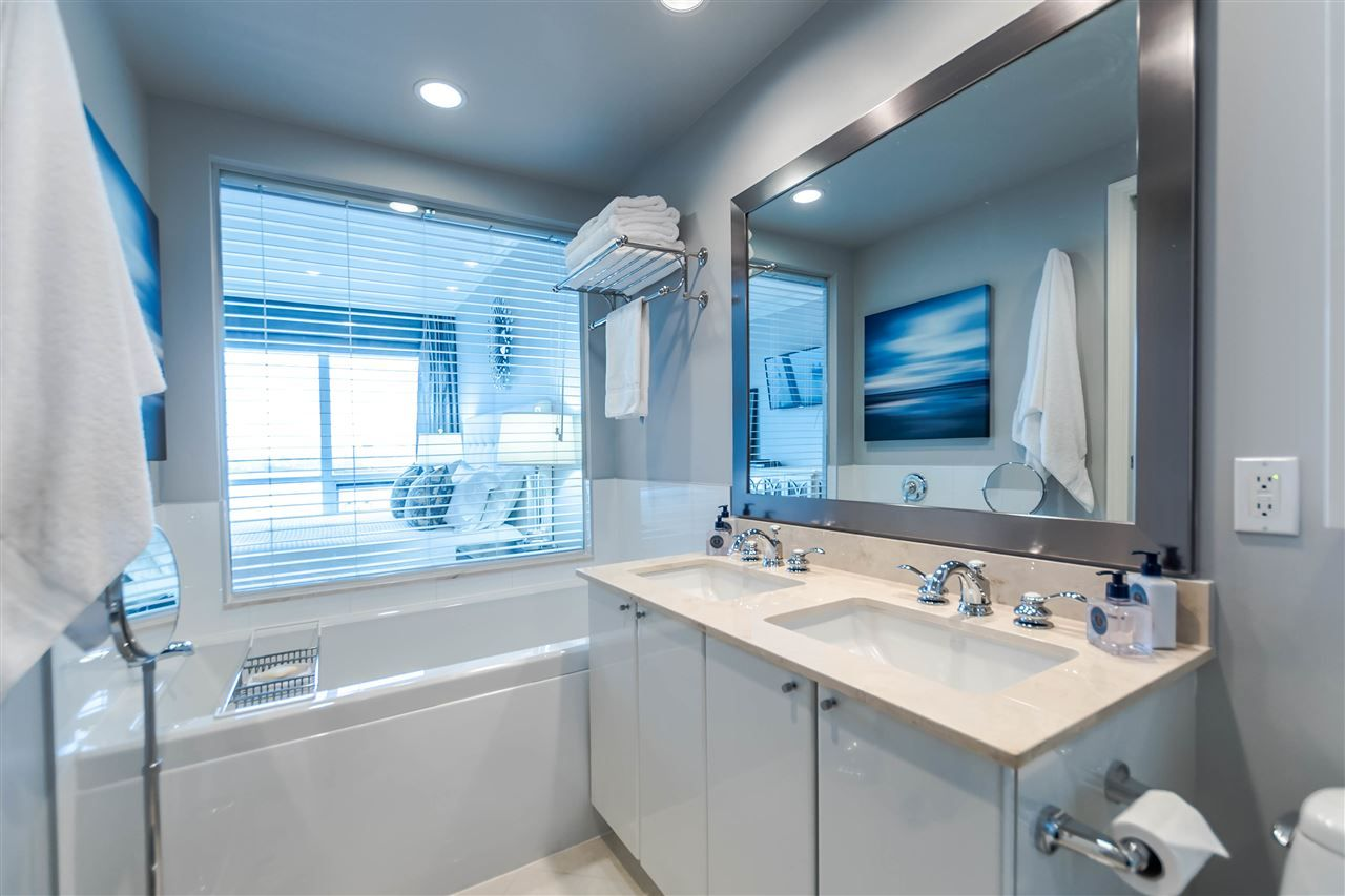 """Photo 16: Photos: 1004 172 VICTORY SHIP Way in North Vancouver: Lower Lonsdale Condo for sale in """"Atrium at the Pier"""" : MLS®# R2147061"""