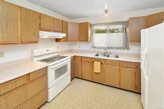 Photo 12: 597 LEASIDE Ave in : SW Glanford House for sale (Saanich West)  : MLS®# 878105