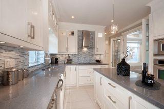 Photo 6: 9231 CHAPMOND Crescent in Richmond: Seafair House for sale : MLS®# R2411403