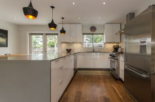 Photo 10: 328 E 22ND Street in North Vancouver: Central Lonsdale House for sale : MLS®# R2084108