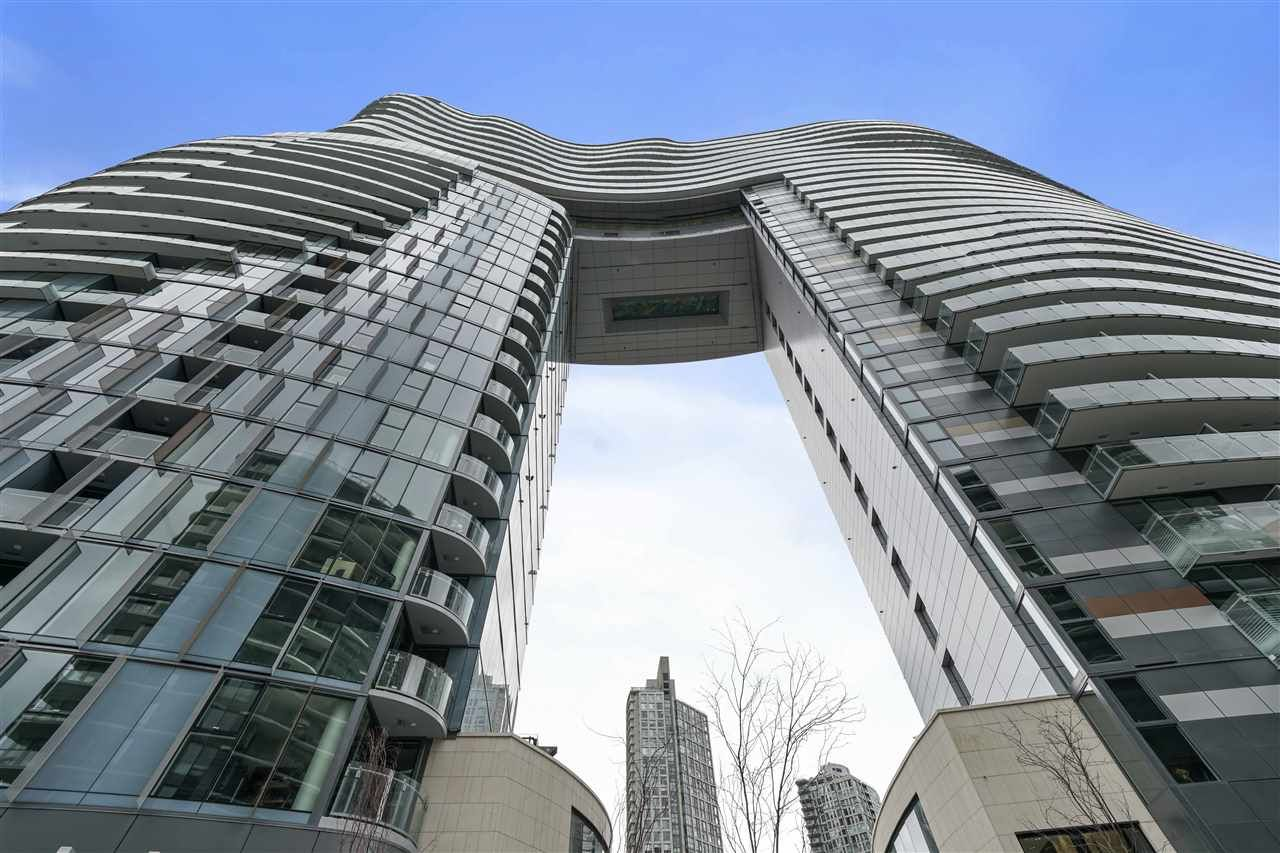"Main Photo: 413 89 NELSON Street in Vancouver: Yaletown Condo for sale in ""THE ARC"" (Vancouver West)  : MLS®# R2561204"